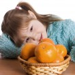 The little girl with tangerines — Stock Photo
