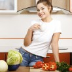 Beautiful caucasian woman in the kitchen — Stock Photo