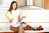 Beautiful young woman ready to prerare salad — Stock Photo