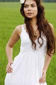 Pretty woman posing outdoors — Foto de Stock