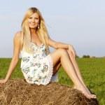Pretty woman posing outdoors. — Zdjęcie stockowe