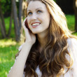 Young smiling woman speaks by mobile phone — Stockfoto
