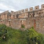 ������, ������: Castle Walls