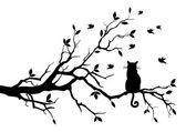 Gatto su un albero con uccelli, vettoriale — Vettoriale Stock