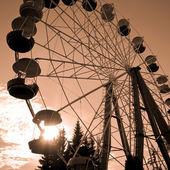 Ruota panoramica al tramonto — Foto Stock