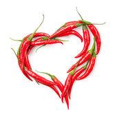 Chili biber üzerine beyaz izole kalp — Stok fotoğraf
