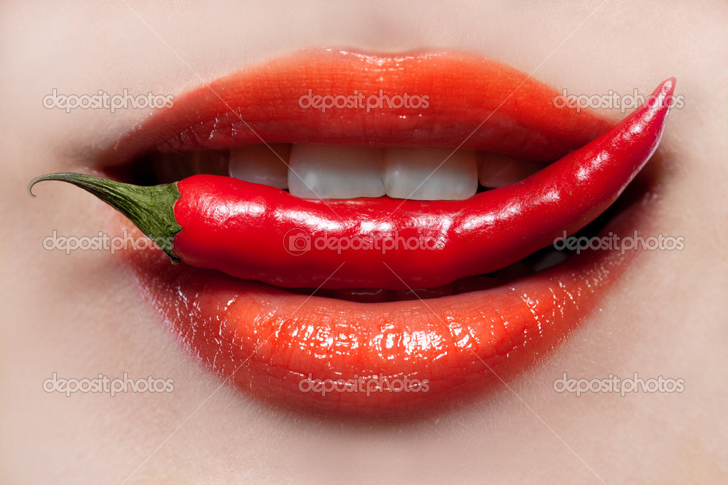 Woman lips and chili pepper — Lizenzfreies Foto #6196969