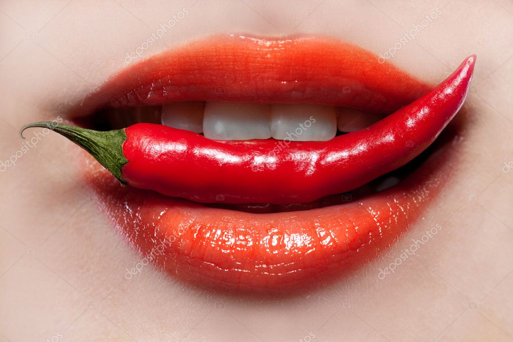 Woman lips and chili pepper — Stock fotografie #6196969