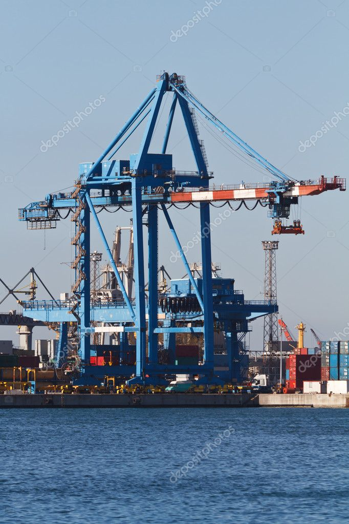 Trading port with cranes containers, Genova, Italy — Stock Photo #5671588