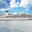 Luxury white cruise ship — Foto de Stock