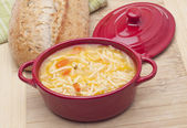 Classic Chicken Noodle Soup — Stockfoto
