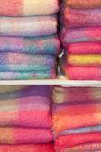 Coperte in un negozio di maglieria di lana — Foto Stock
