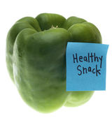 Green Bell Pepper with Healthy Snack Note — Stock Photo