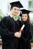 Couple in love graduate — Stockfoto