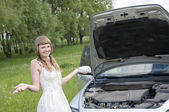 Worried woman with broken car — Foto de Stock