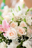 Bouquet of white roses for wedding. — Stock Photo