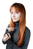 Das schöne Mädchen mit roten langen Haaren im Pullover — Stockfoto
