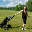 Women stay on green golf field — Stock fotografie