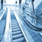 Escada rolante em movimento — Foto Stock