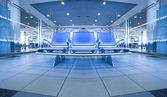 Hedendaagse blauwe lounge met zetels in de luchthaven — Stockfoto