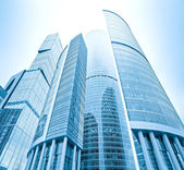 Perspective view to glass high-rise skyscrapers of Moscow city b — Stockfoto