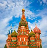 モスクワの赤の広場で聖バジルズ大聖堂 — ストック写真