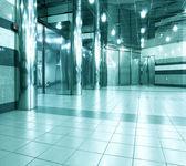 现代蓝色大厅里面办公中心 — 图库照片