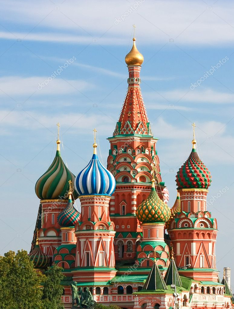 Domes of the famous Head of St. Basil's Cathedral on Red square, Moscow, Russia — Stock Photo #6711324