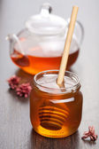 Honey and tea — Stock Photo