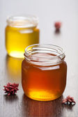 Med ve sklenicích — Stock fotografie