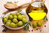 Green olives and oil — Stock Photo