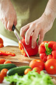 Man cutting vegetables — Foto de Stock