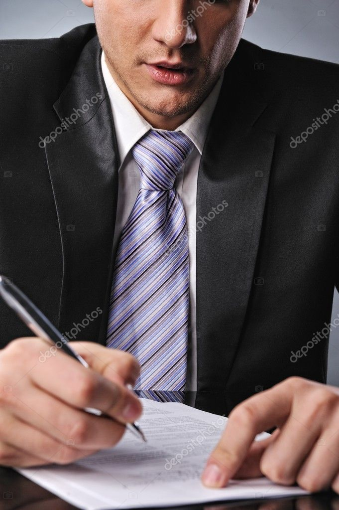 Businessman signing a contract  — Stock Photo #5441604
