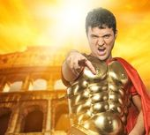 Angry roman legionary soldier in front of coliseum — Stock Photo