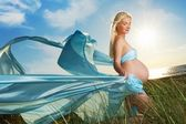 Beautiful pregnant woman outdoors — Stock Photo