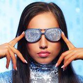 Brunette woman in stylish sunglasses — Stock Photo
