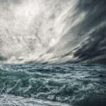 Big ocean wave breaking the shore — Stock Photo