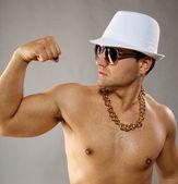 Stilvolle mann in weißen hut — Stockfoto