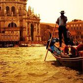 Tradicional paseo gandola en venecia — Foto de Stock
