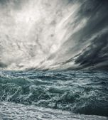 Big ocean wave breaking the shore — Stock Photo