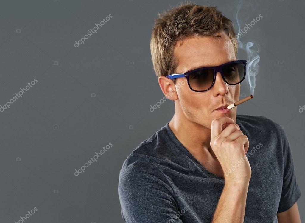 онлайн бесплатно фото мужик с сигарой и в очках
