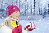 Frozen beautiful woman in winter clothing outdoors — Stock Photo