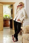 Stylish woman in luxury interior — Stockfoto