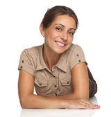 Портрет очаровательная молодая женщина на белом фоне copyspace — Стоковое фото
