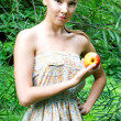 Beautiful woman with apple — Stock fotografie