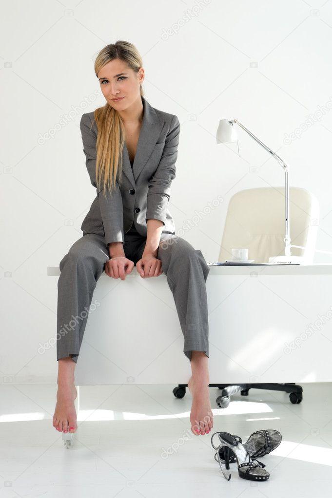 Светлые девушки в офисе 7 фотография