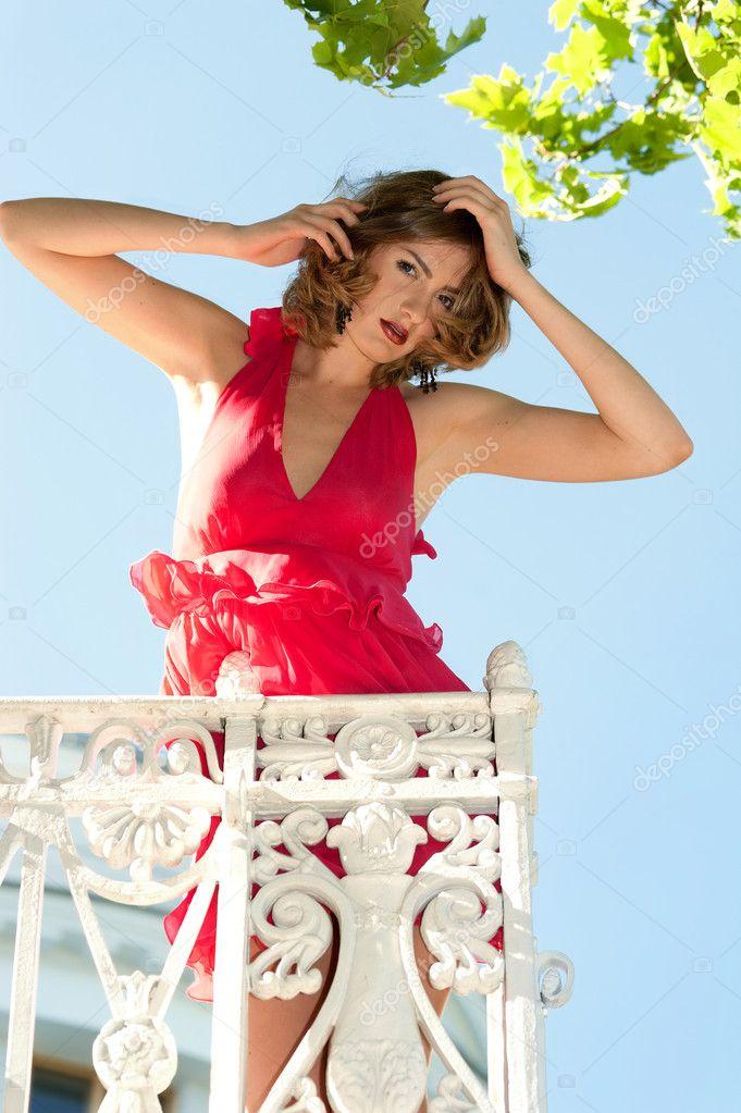 Красивая женщина на балконе - стоковое фото pilgrim #6382870.
