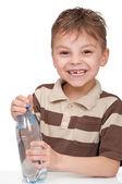 Bir şişe su ile çocuk — Stok fotoğraf