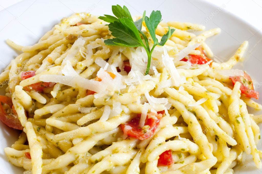Trofie, Italian homemade pasta with pesto and tomatoes — Stock Photo #6525192