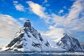 Ośnieżone góry na antarktydzie — Zdjęcie stockowe